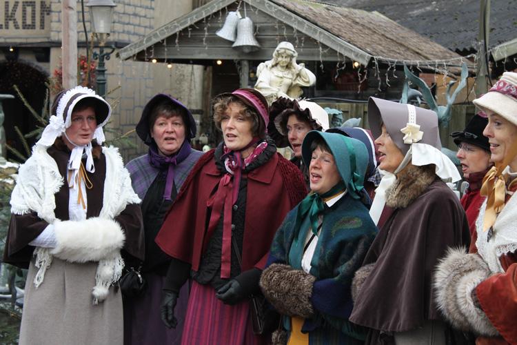 Klederdracht tijdens de Winterfair in Dickensstijl